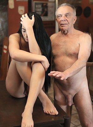 Astro reccomend old nudes