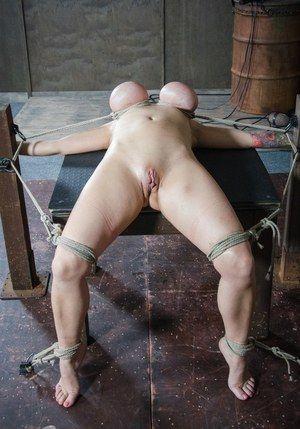 Titt bondage