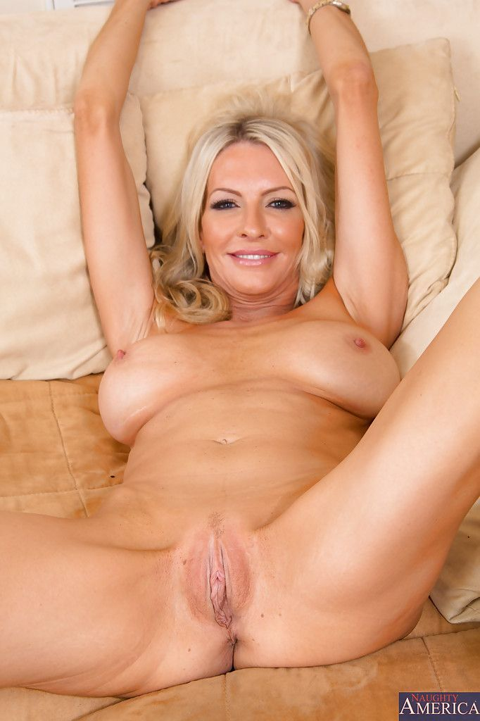 Nackt milf sexy blonde HQ Mature