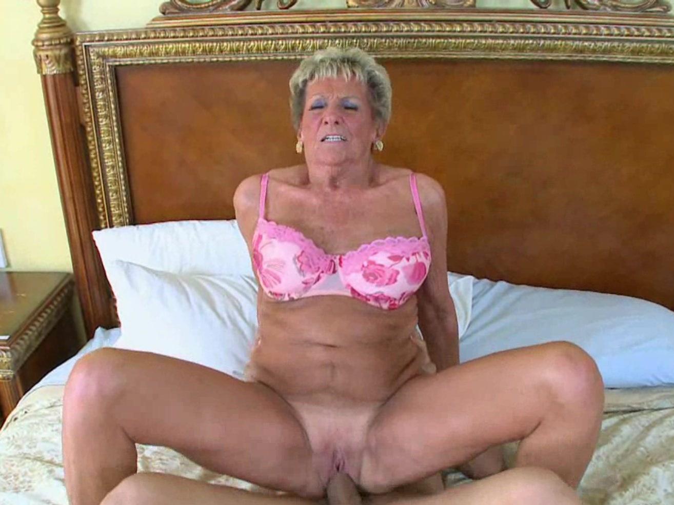 Sexy mature nude