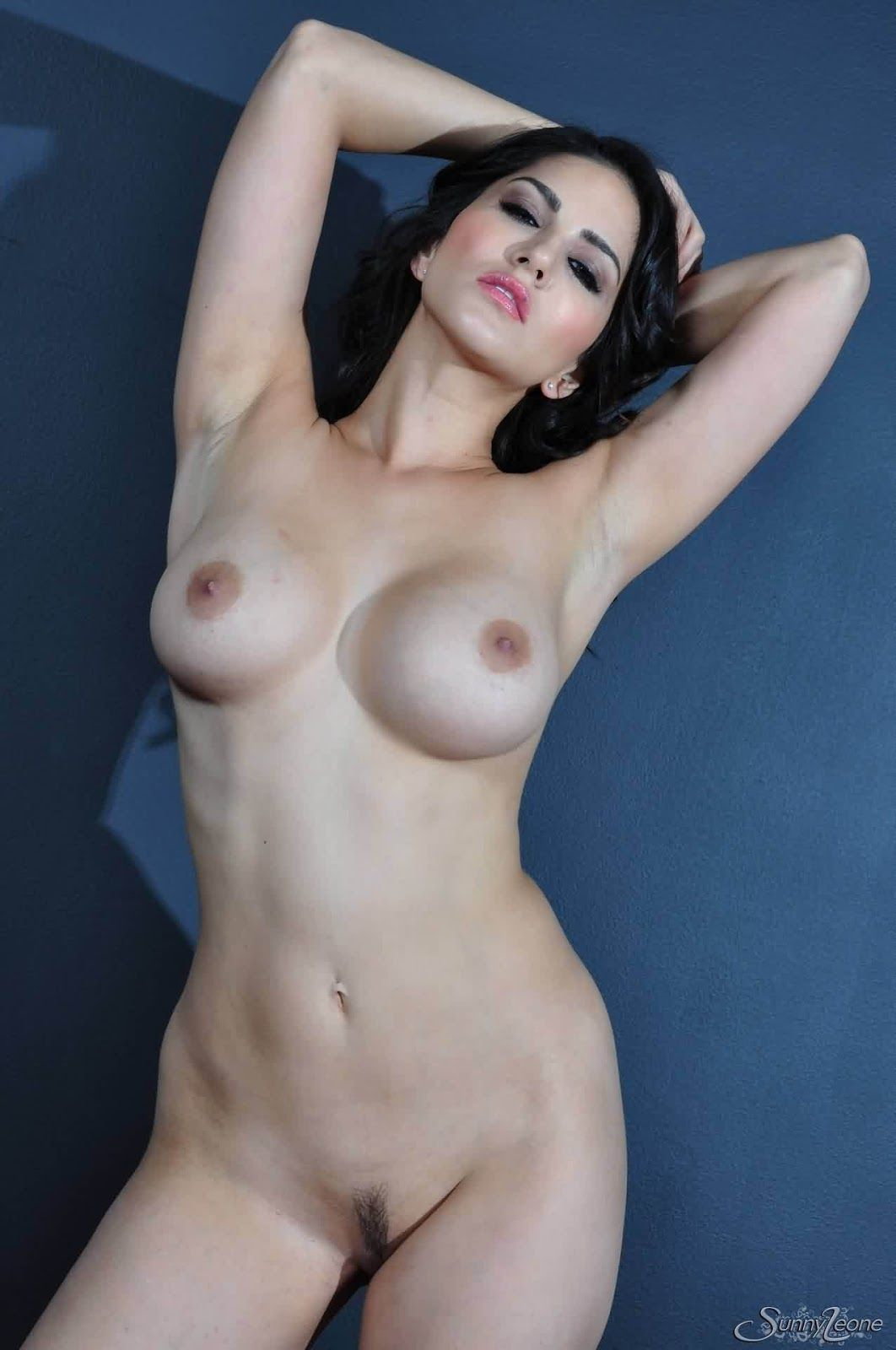 Topless sunny leone Sunny Leone