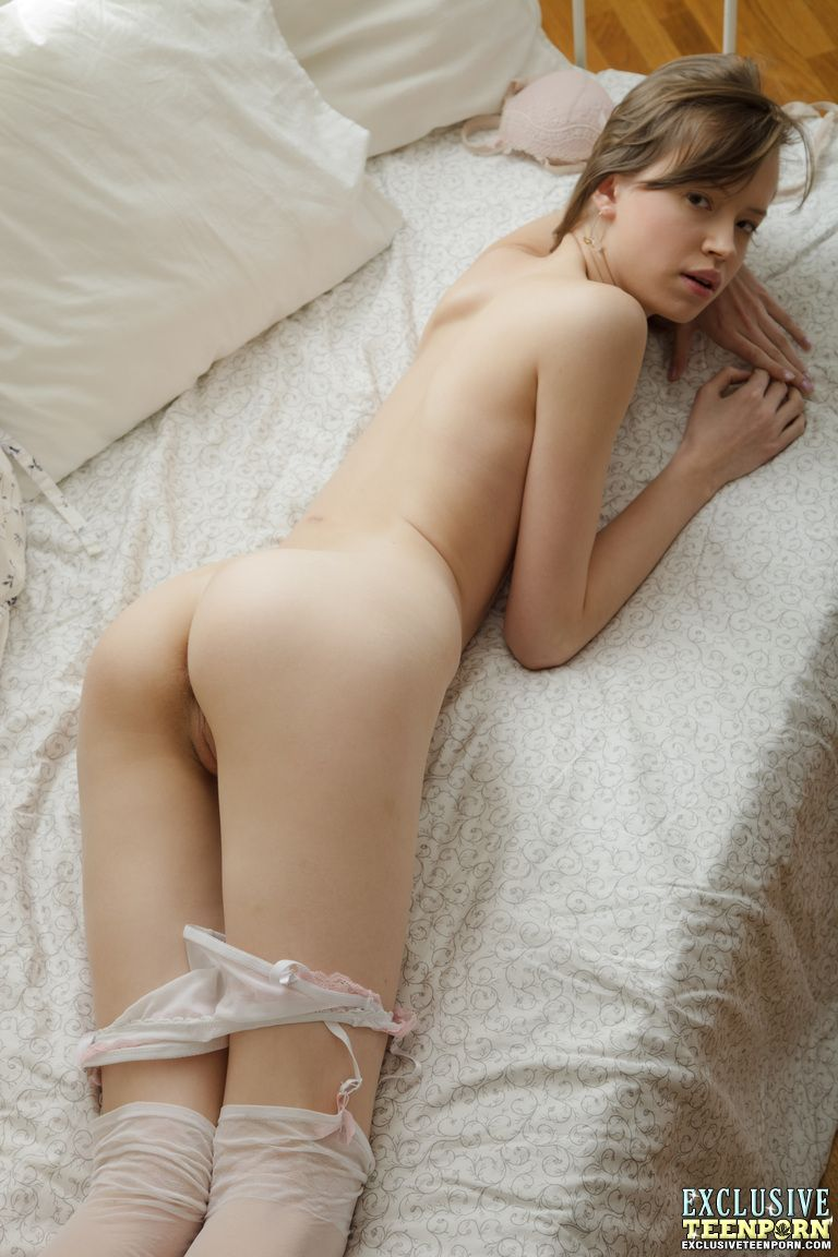 Ass nude small Emma Phillips