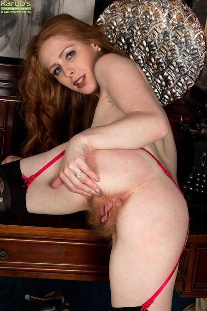 Quck reccomend Mature redhead with hairy pussy