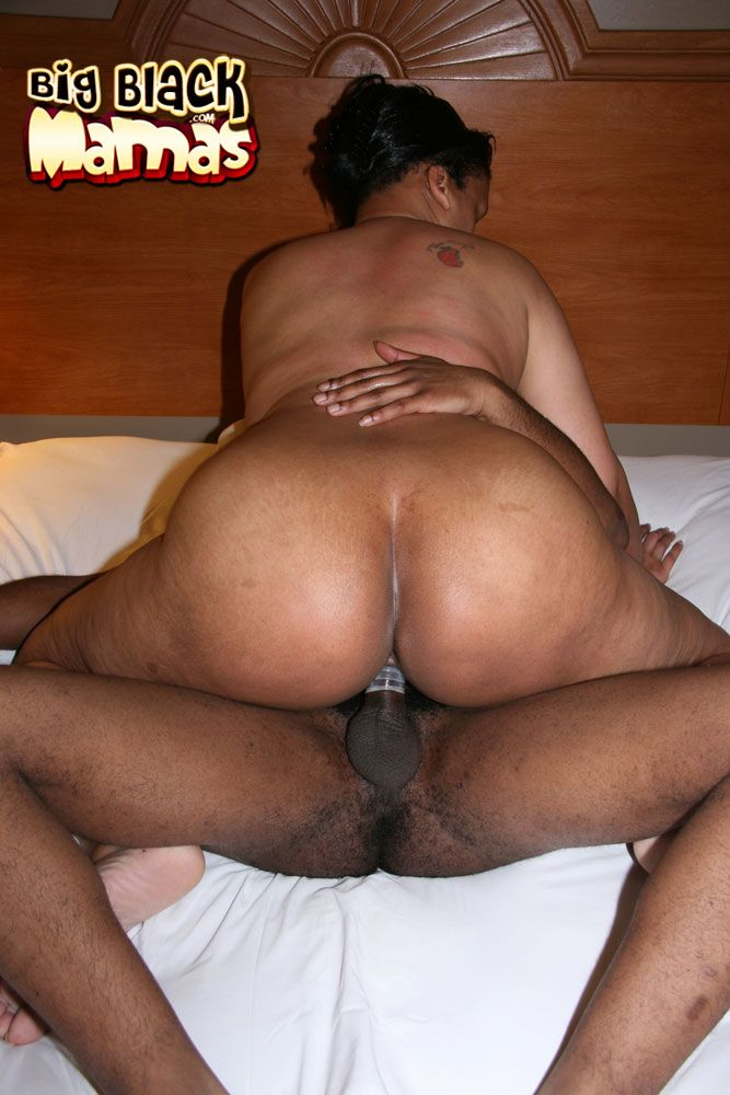 Nude mama