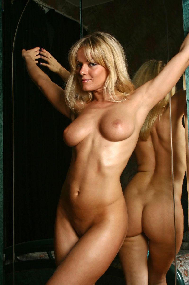 hot gym girls naked