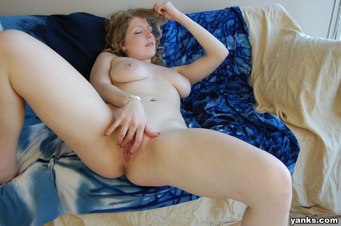 Naked women that masturbate