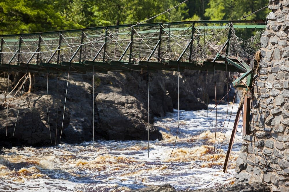Swinging bridge state park